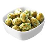 Grüne Oliven ohne Stein gefüllt mit Knoblauch