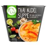 Kokos-Hähnchenbrustfilet-Suppe mit Nudeln nach thailändischer Art gewürzt